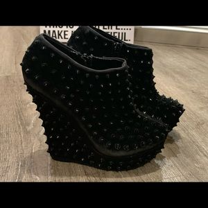 Unique Bamboo Suede Spike Bootie
